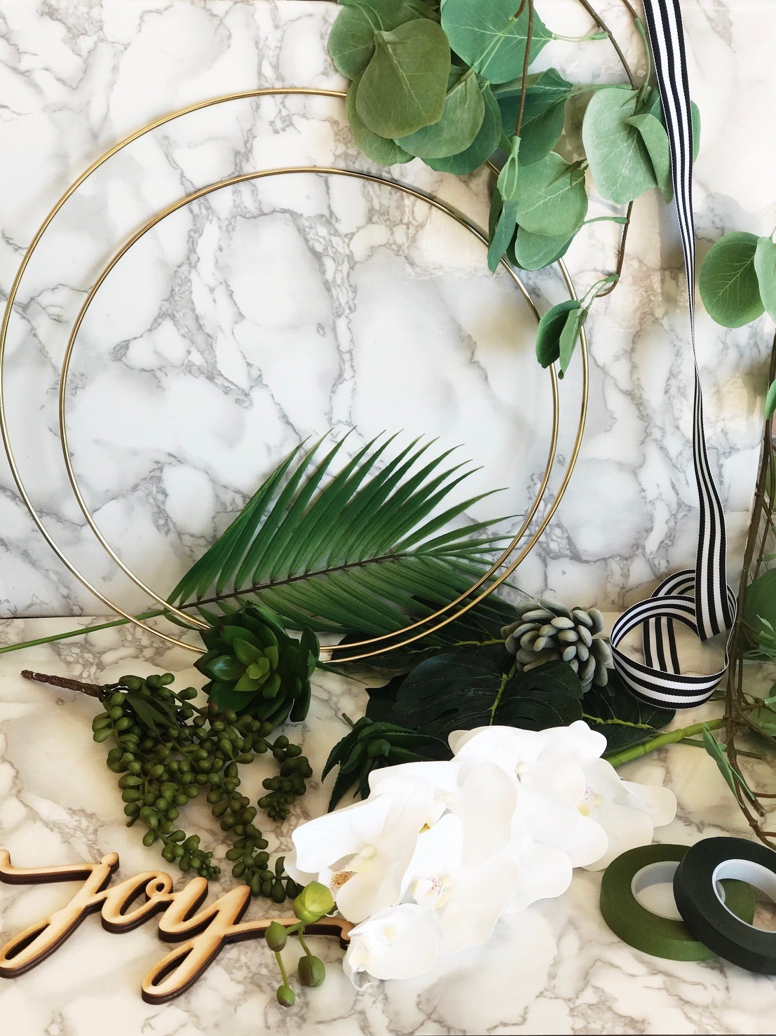 A DIY Tropical Wreath for Christmas - gathering all the equipment together