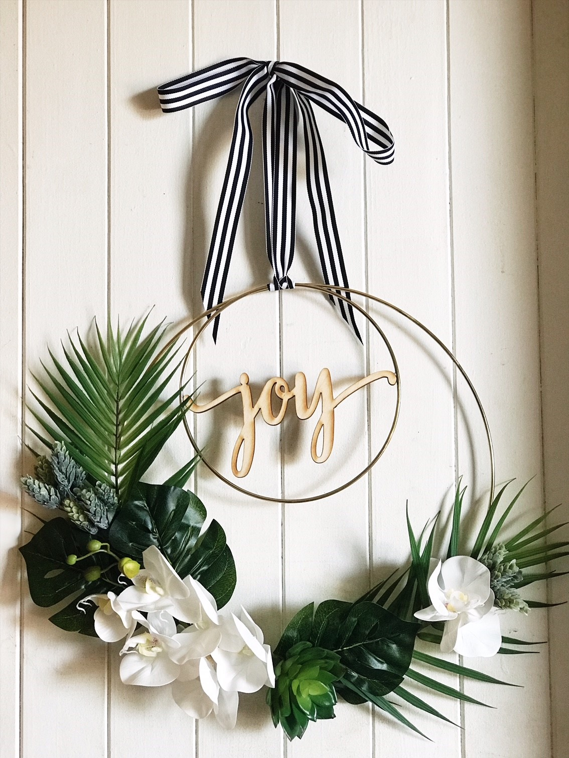 DIY Tropical Christmas Wreath
